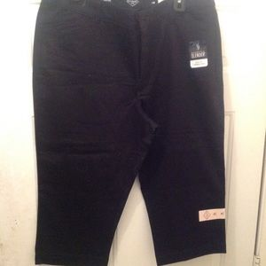 St Johns Bay lady capris size 16 NWT